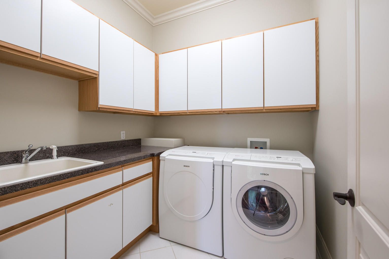 Spacious Laundry w/utility sink