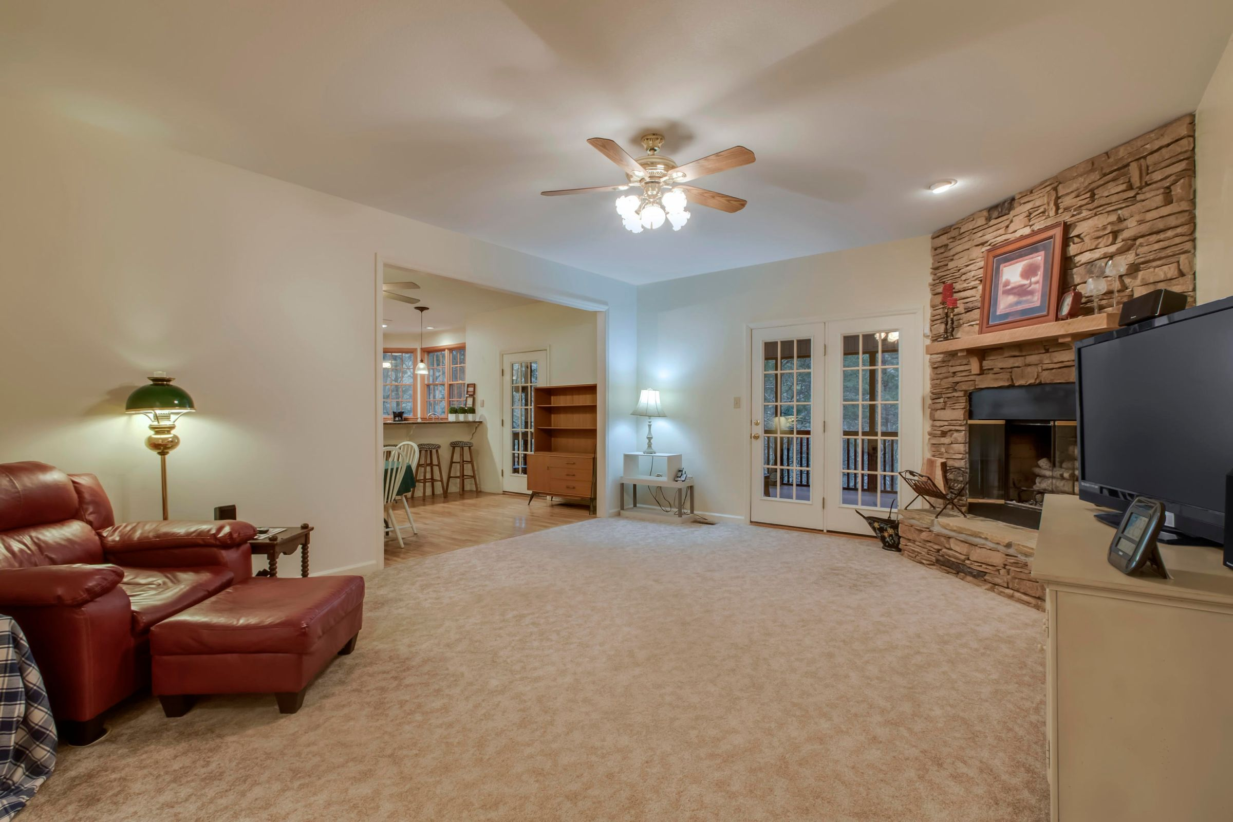 05_HarbourViewDrive_225_Living01