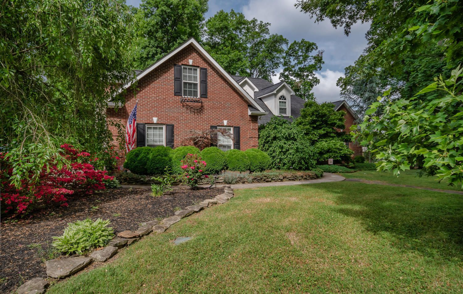 313 Wooded Ln Knoxville TN-large-007-18-