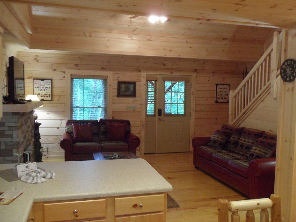 Cabin 5 living