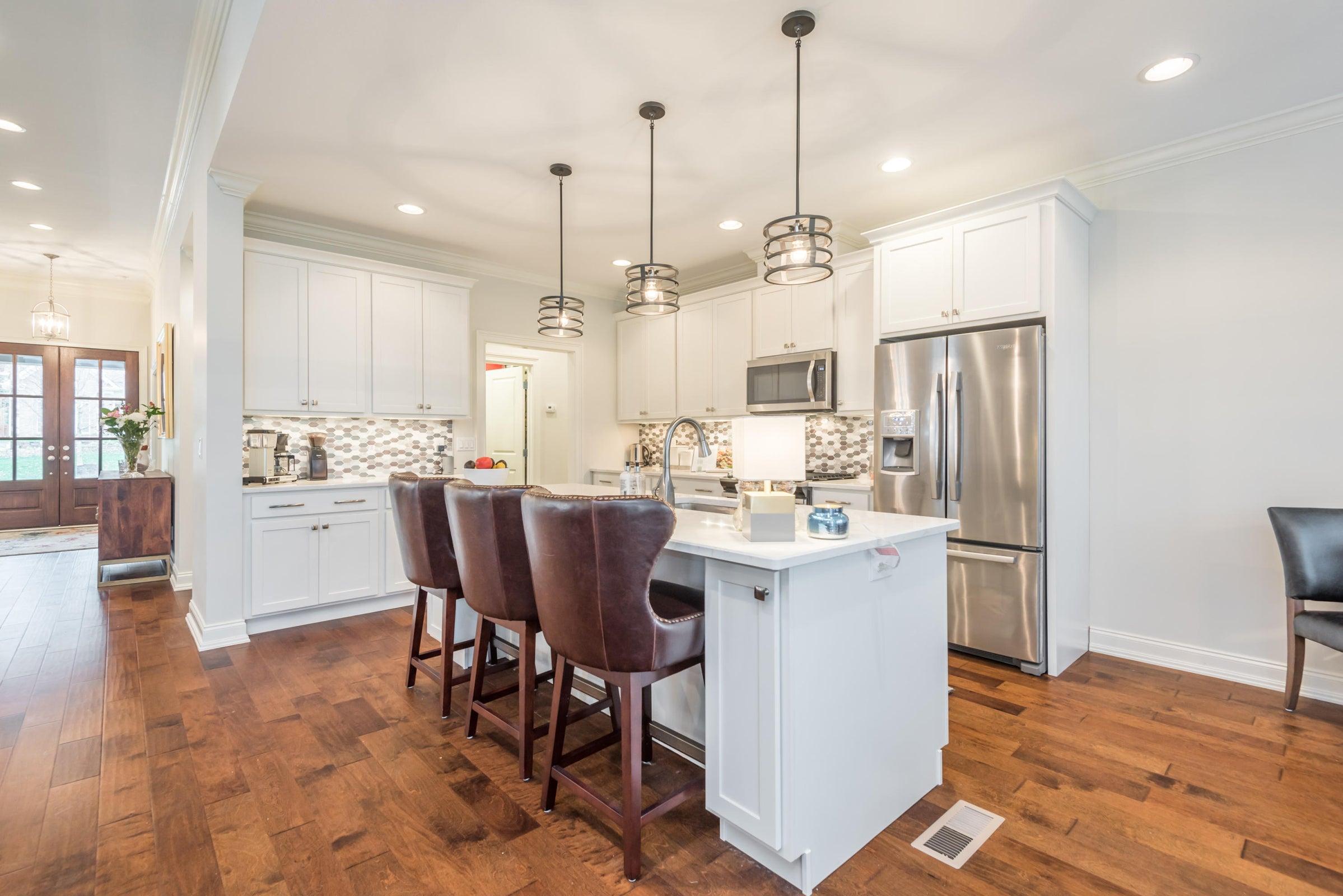 Quartz Counters, Stainless Appliances