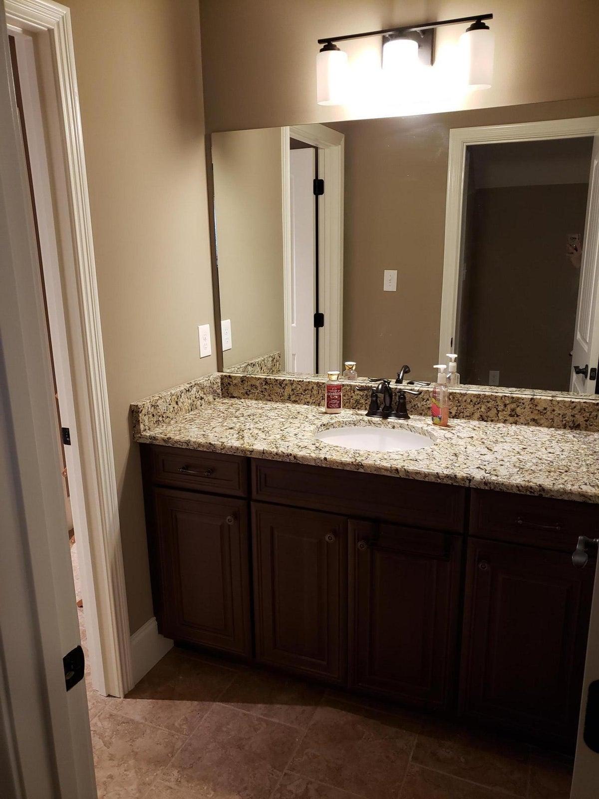 wendy siman - 17 jack and jill bathroom