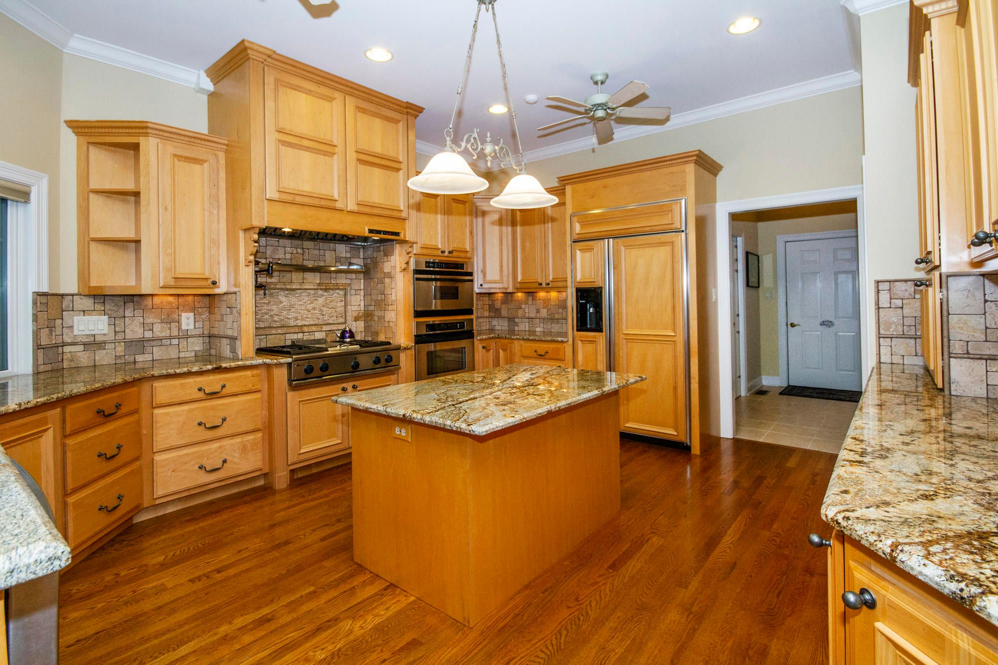 Gourmet Kitchen-Beautiful Cabinetry!