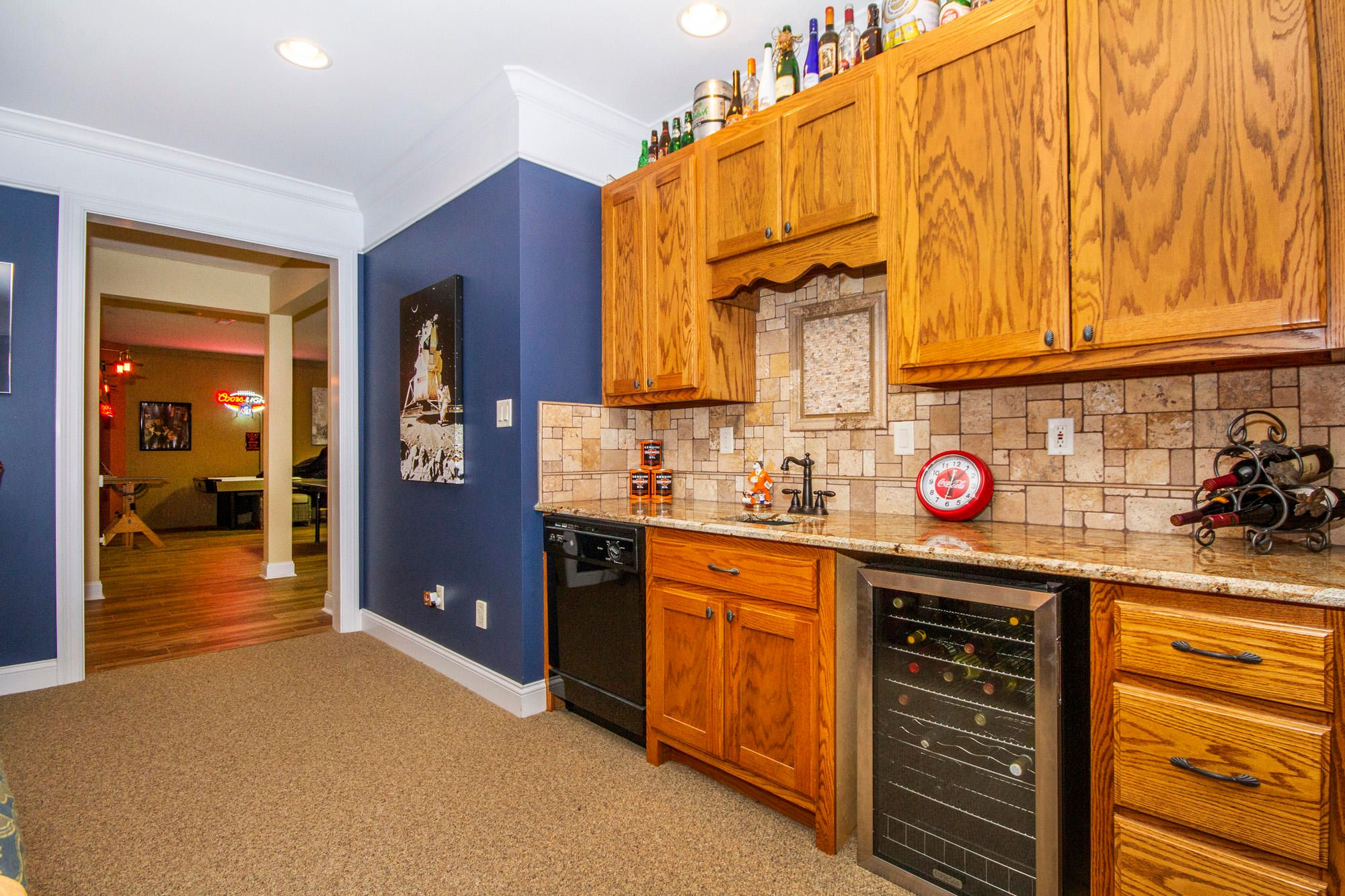 Wet Bar with Dishwasher!