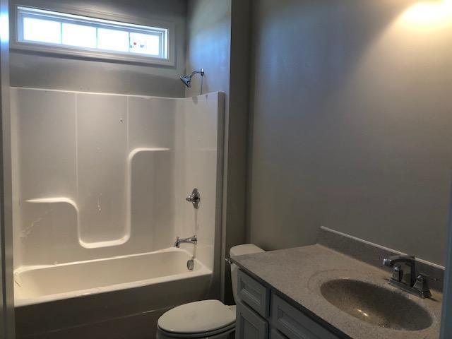 Hall bath w/transom