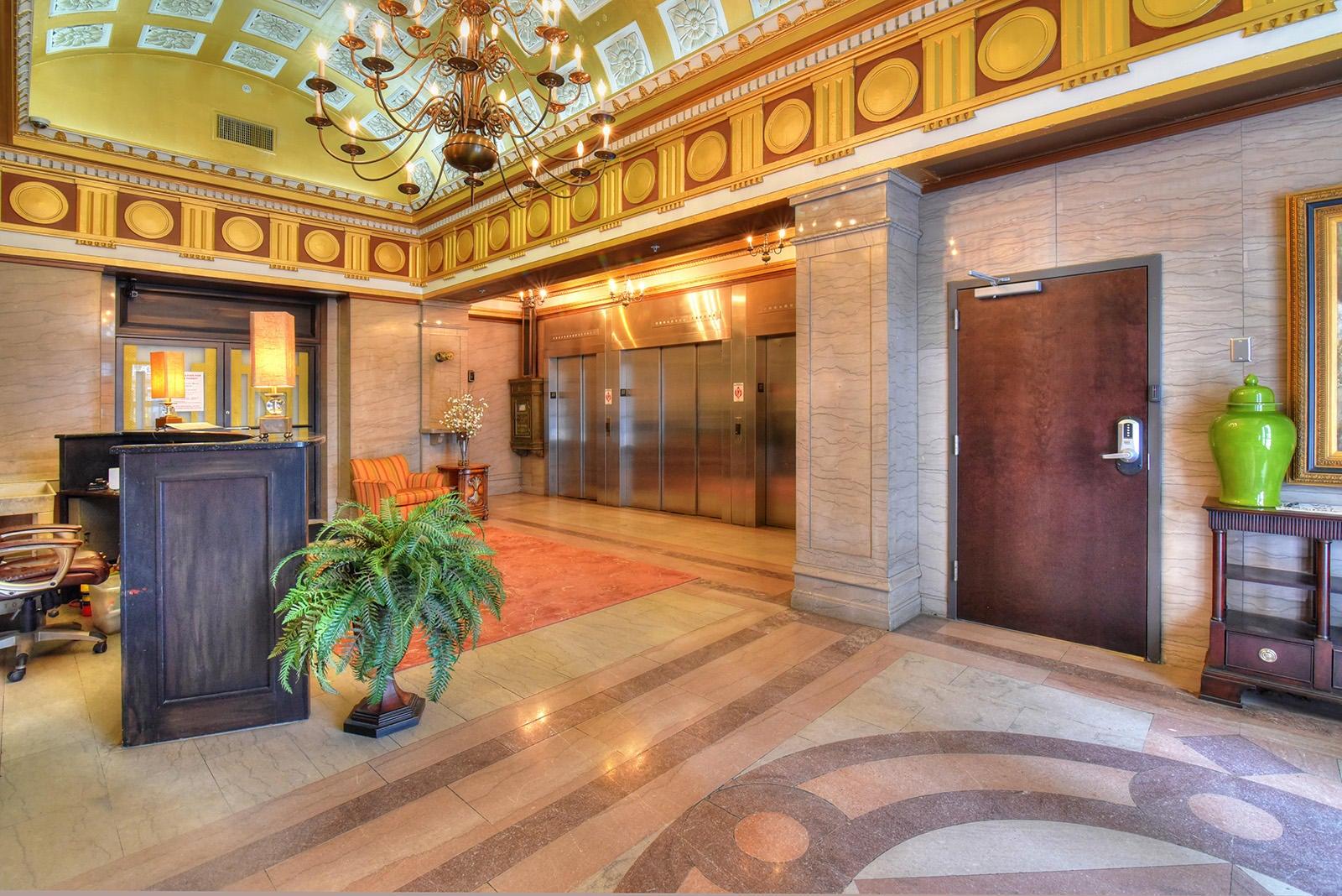Holston Unit 503 - Lobby