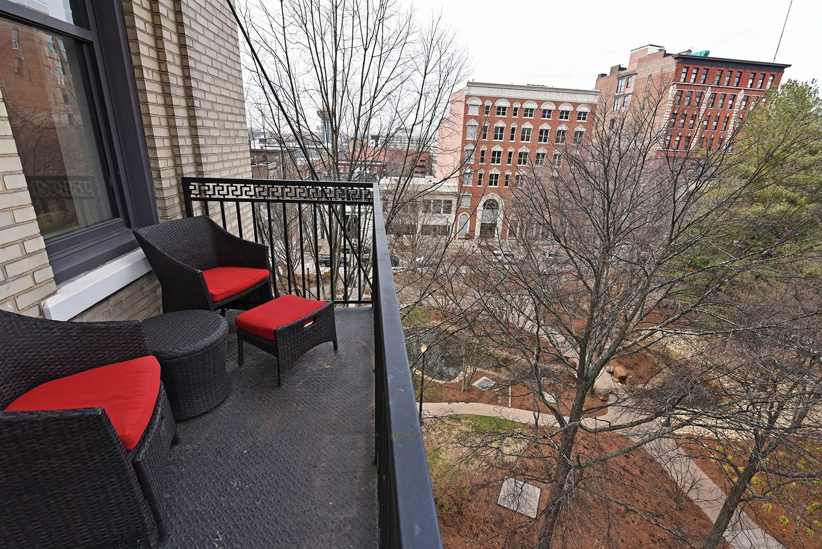 Holston 503 - 08 Balcony Day Krutch Park