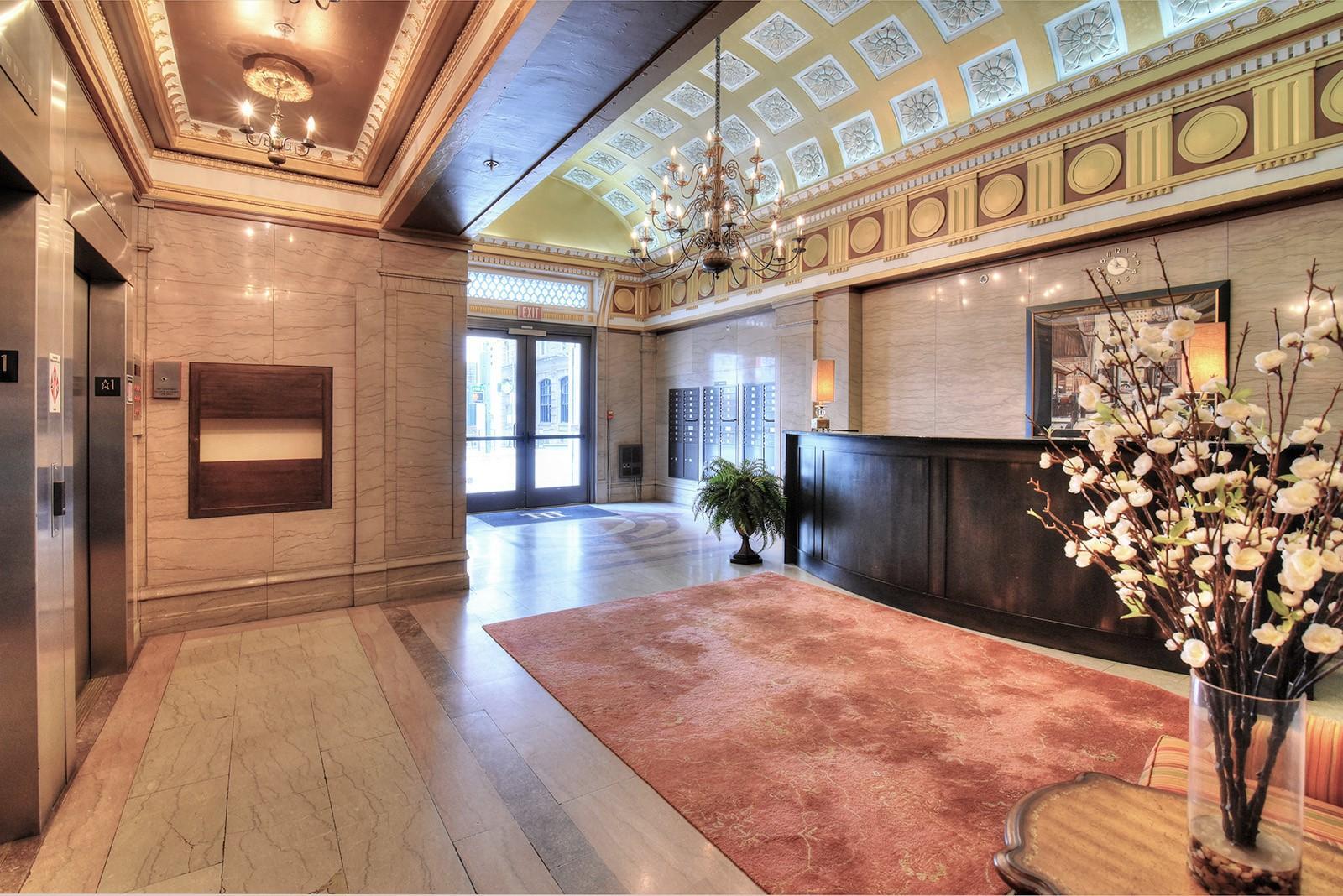 Holston 503 - 24 Lobby