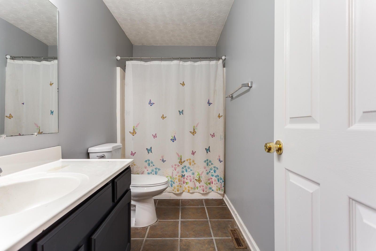 32 Hall Bath