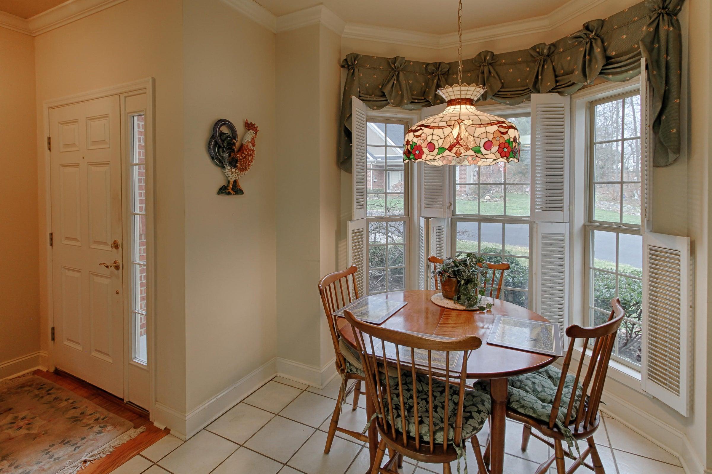 09 - Breakfast nook has bay window with
