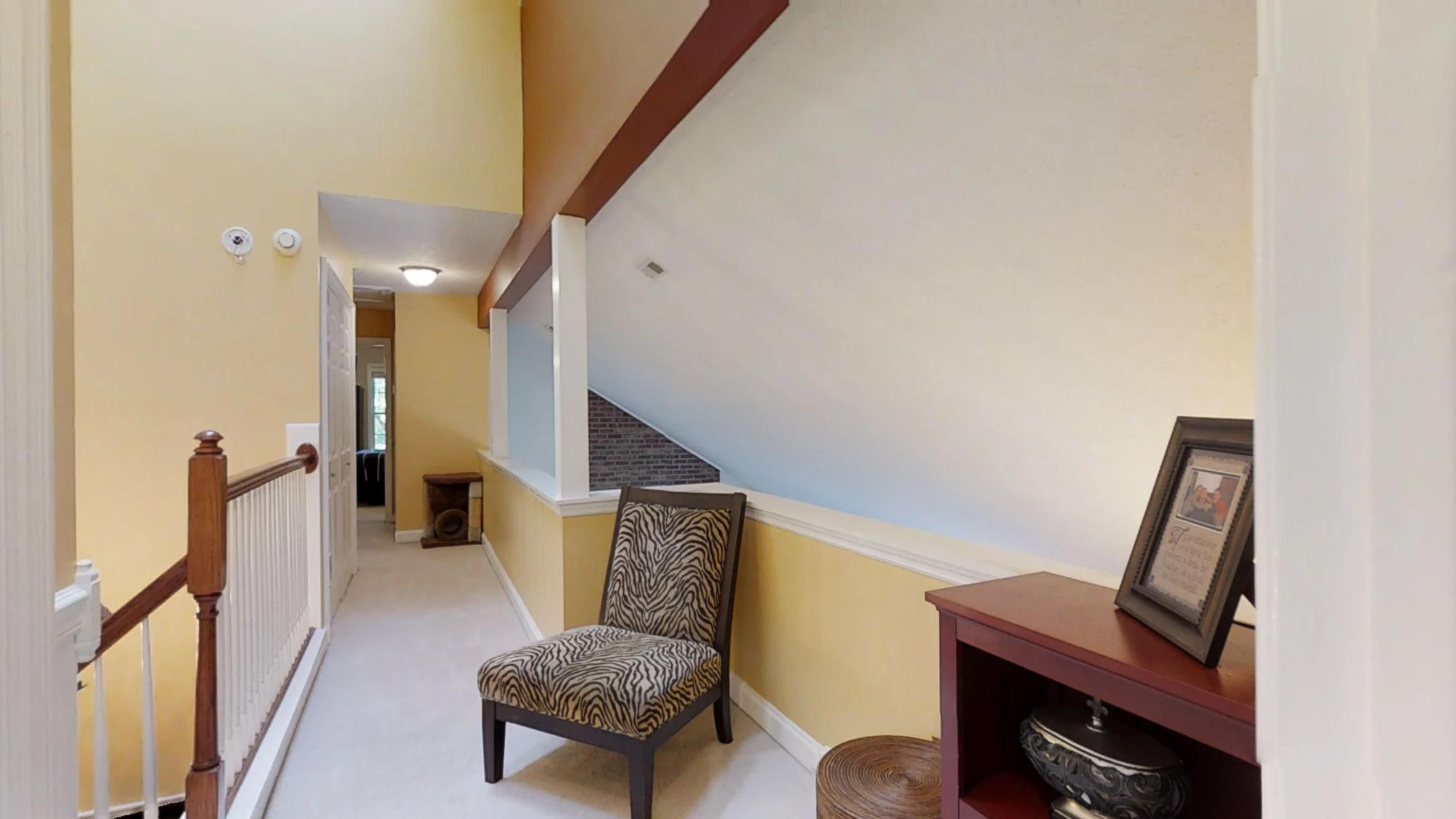 425-Sugarwood-Dr-Upstairs-Hall