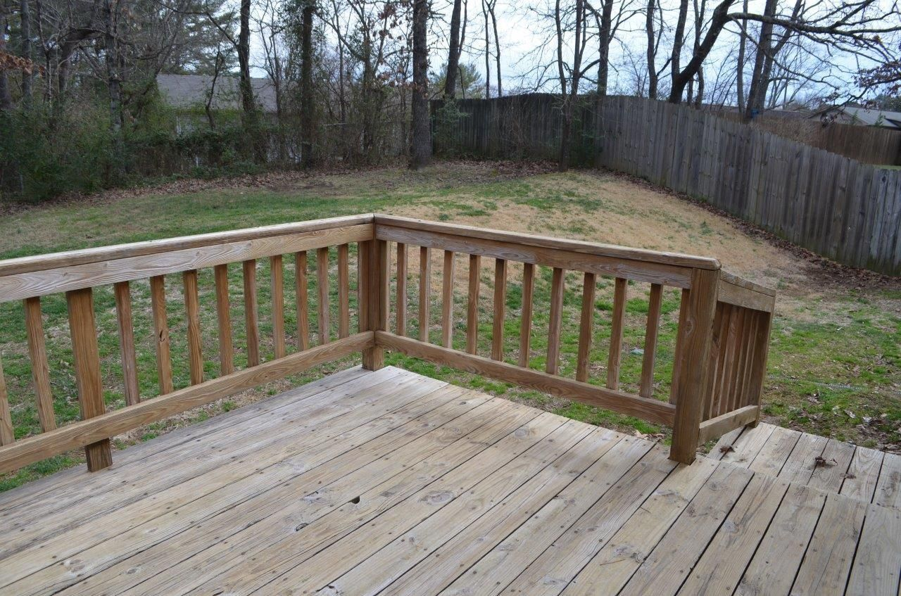 Large side yard, also
