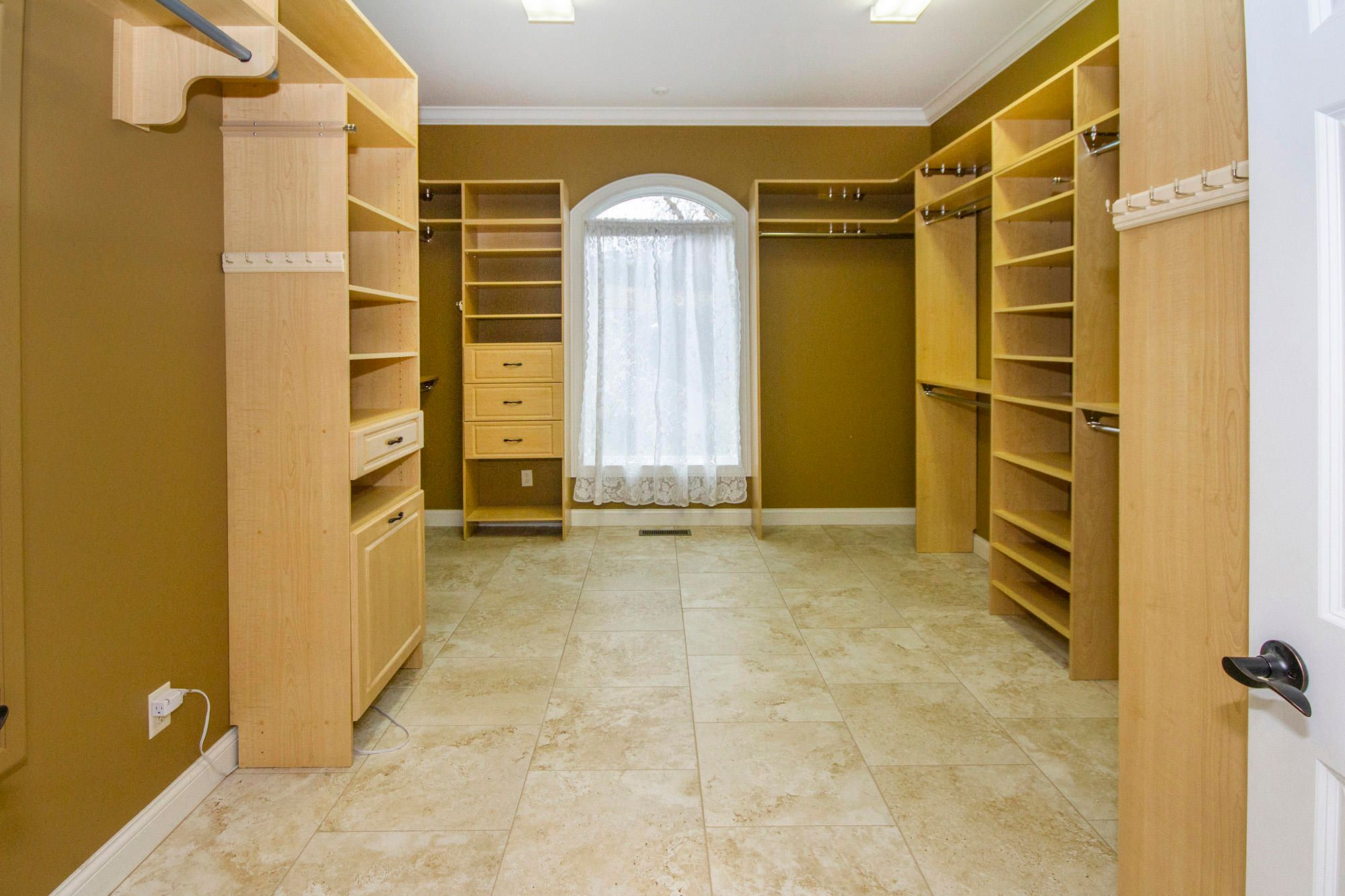 HUGE Walk-in Closet!!