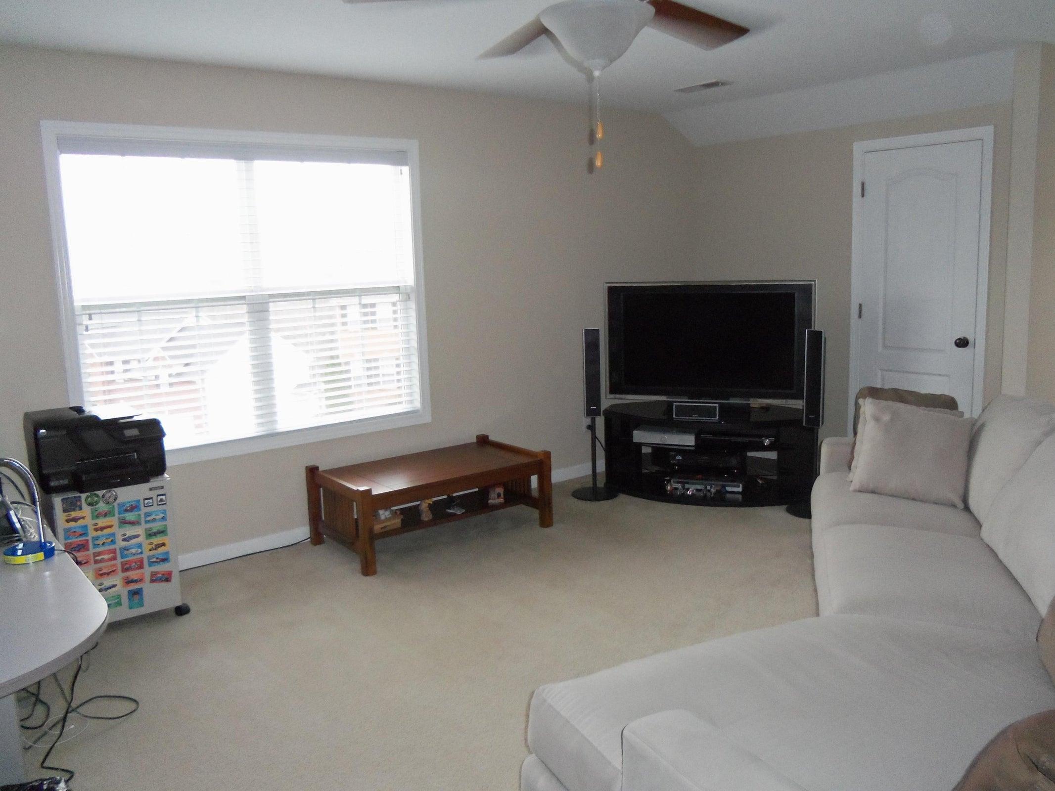 Big Bonus Room w/Much Natural Light