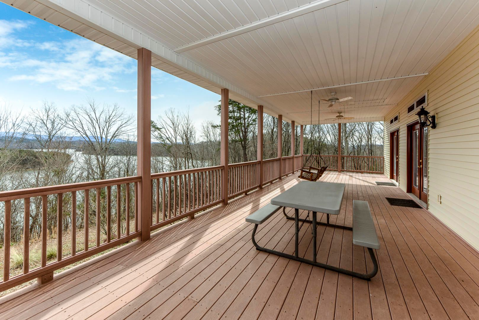 POOL HOUSE/APT- HUGE DECK