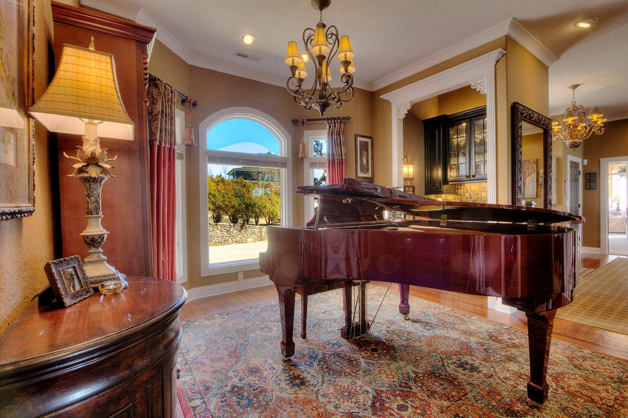 Dining Room / Piano Room