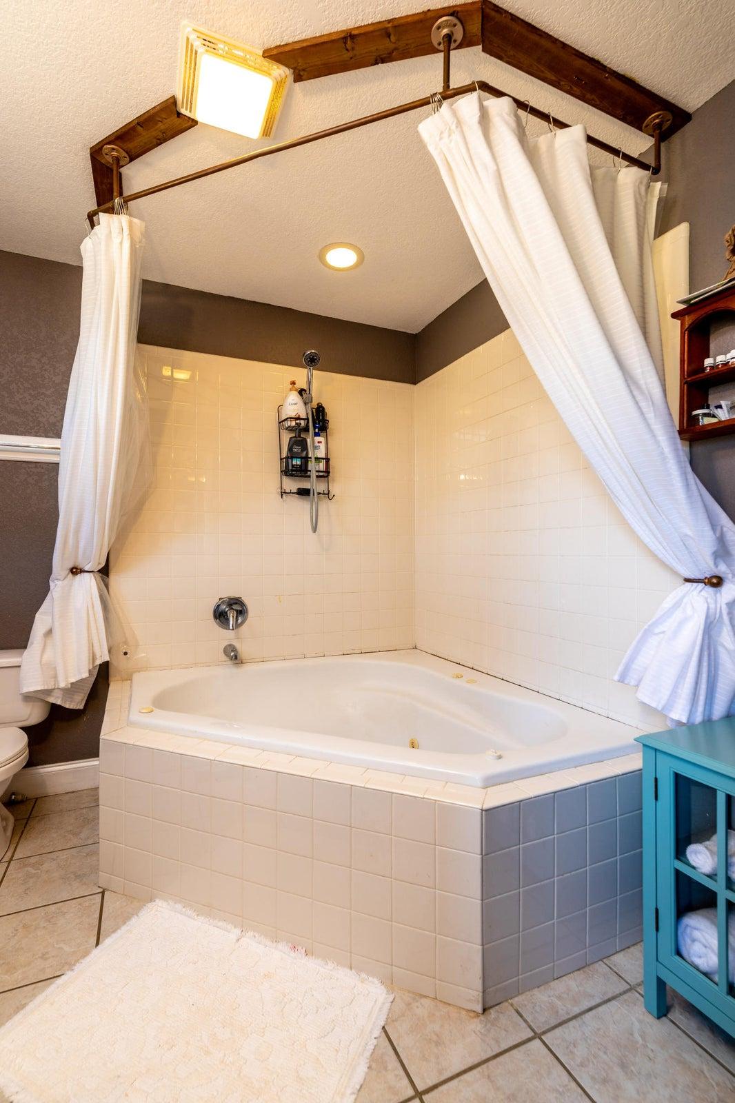 Master Bath, spa Tub