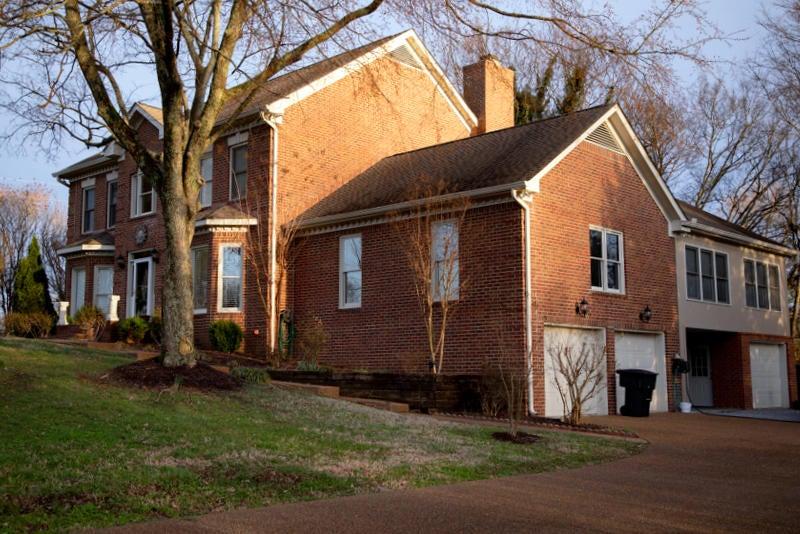 3. Roberts house