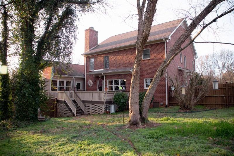 4. Roberts house