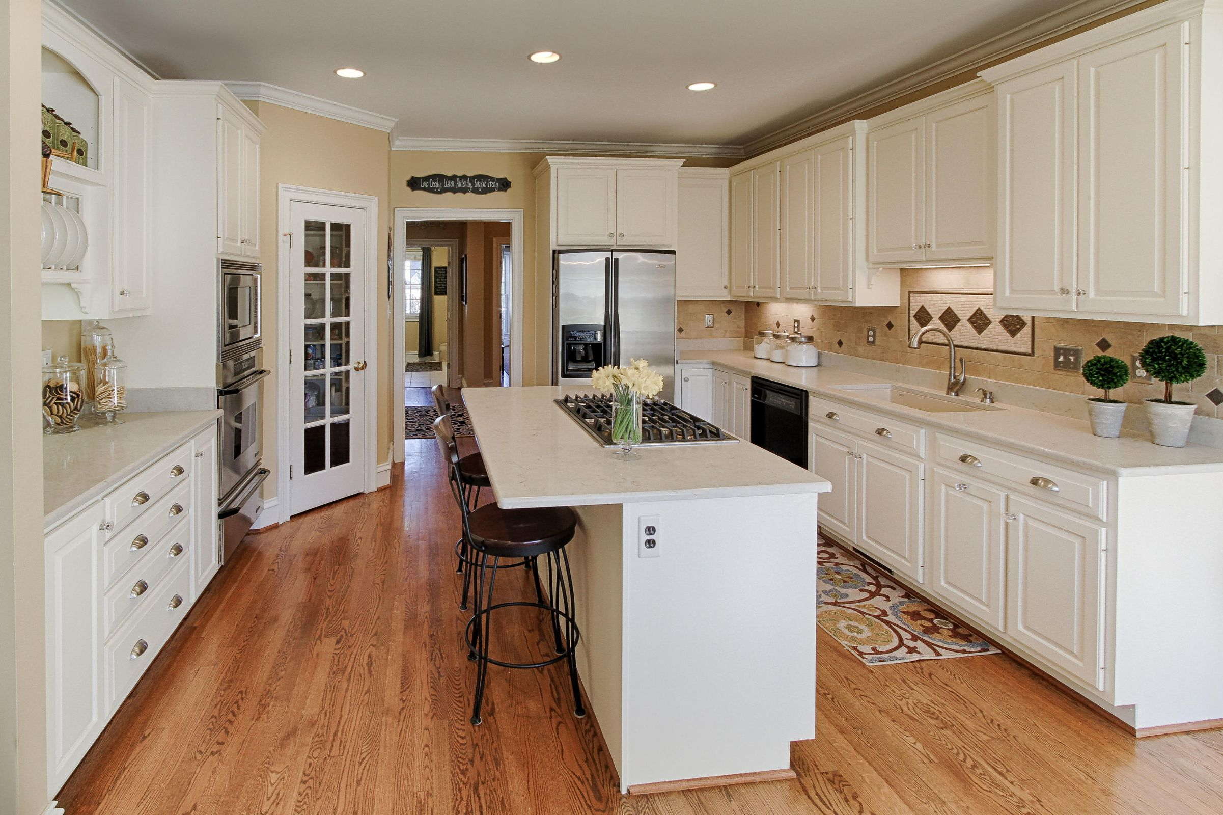 11 - Kitchen has Island with bar seating