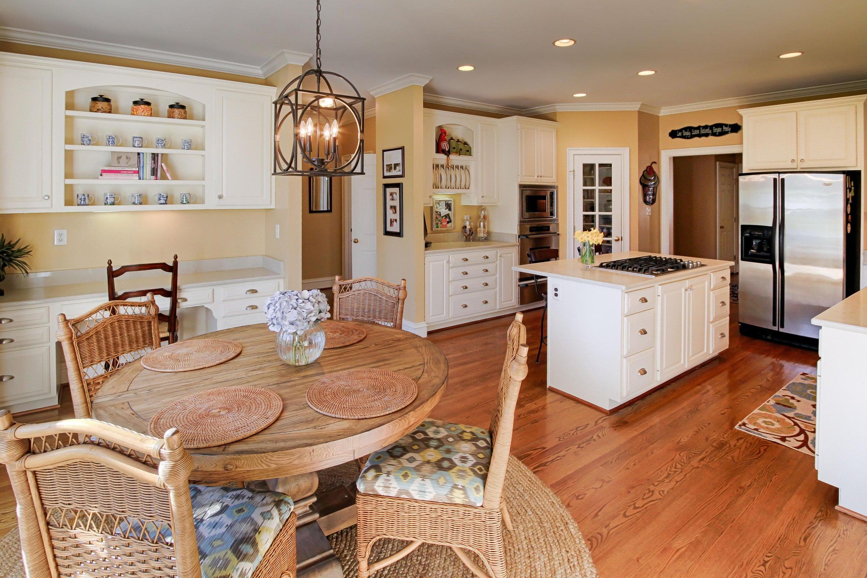 13 - Eat-in Kitchen