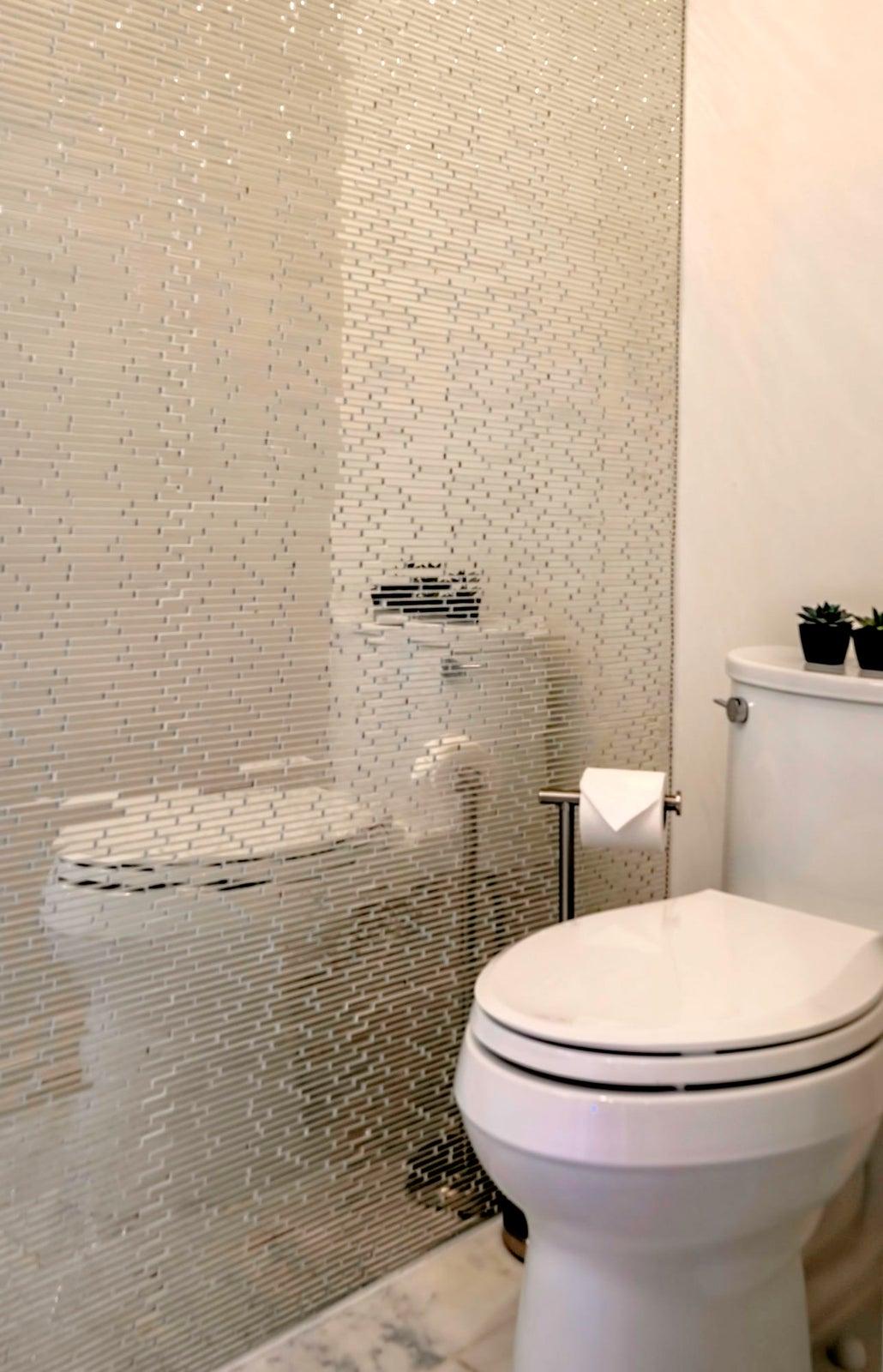 DSC_1947-HDR Glamour Half Bath
