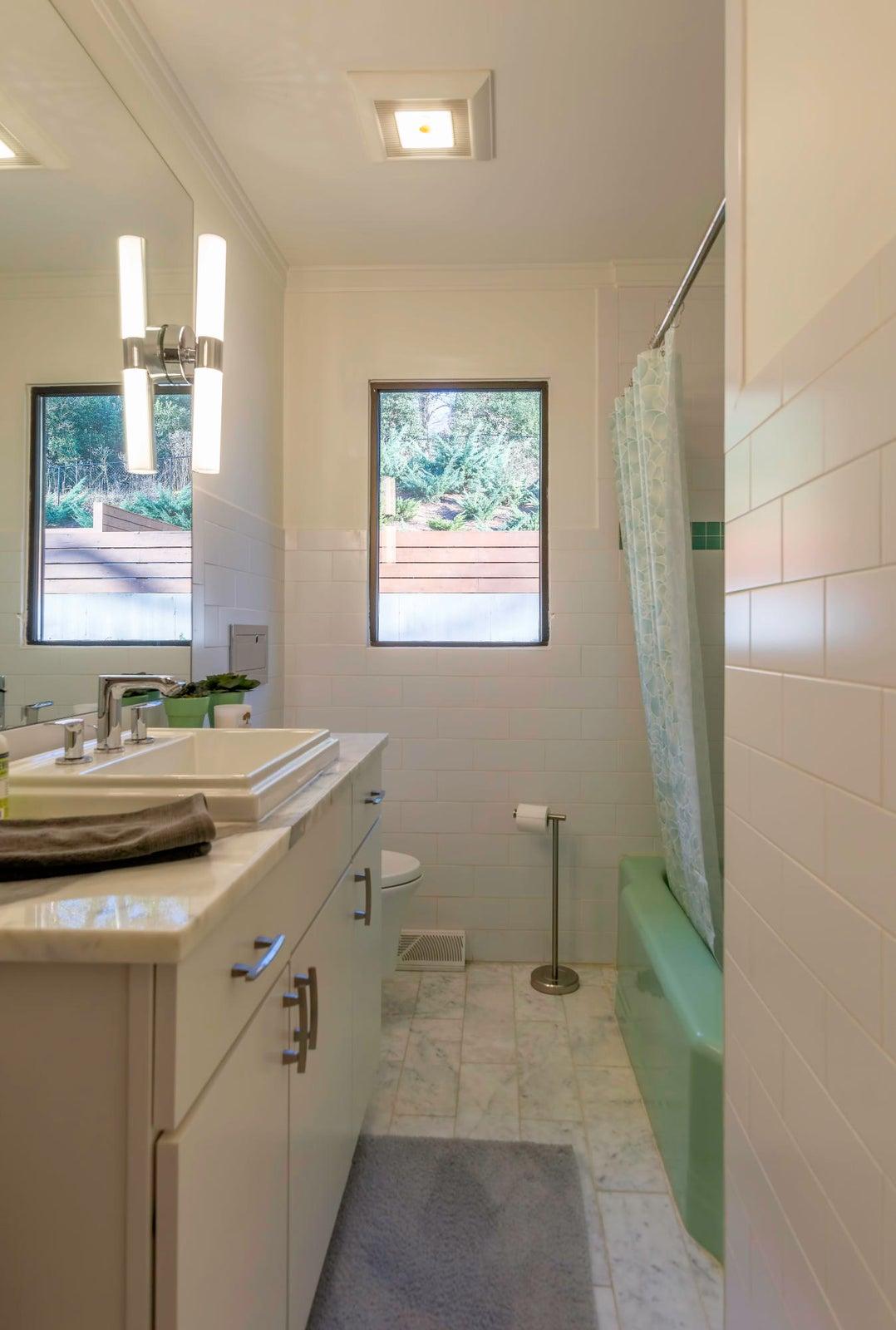 DSC_2052 - Bathroom 1