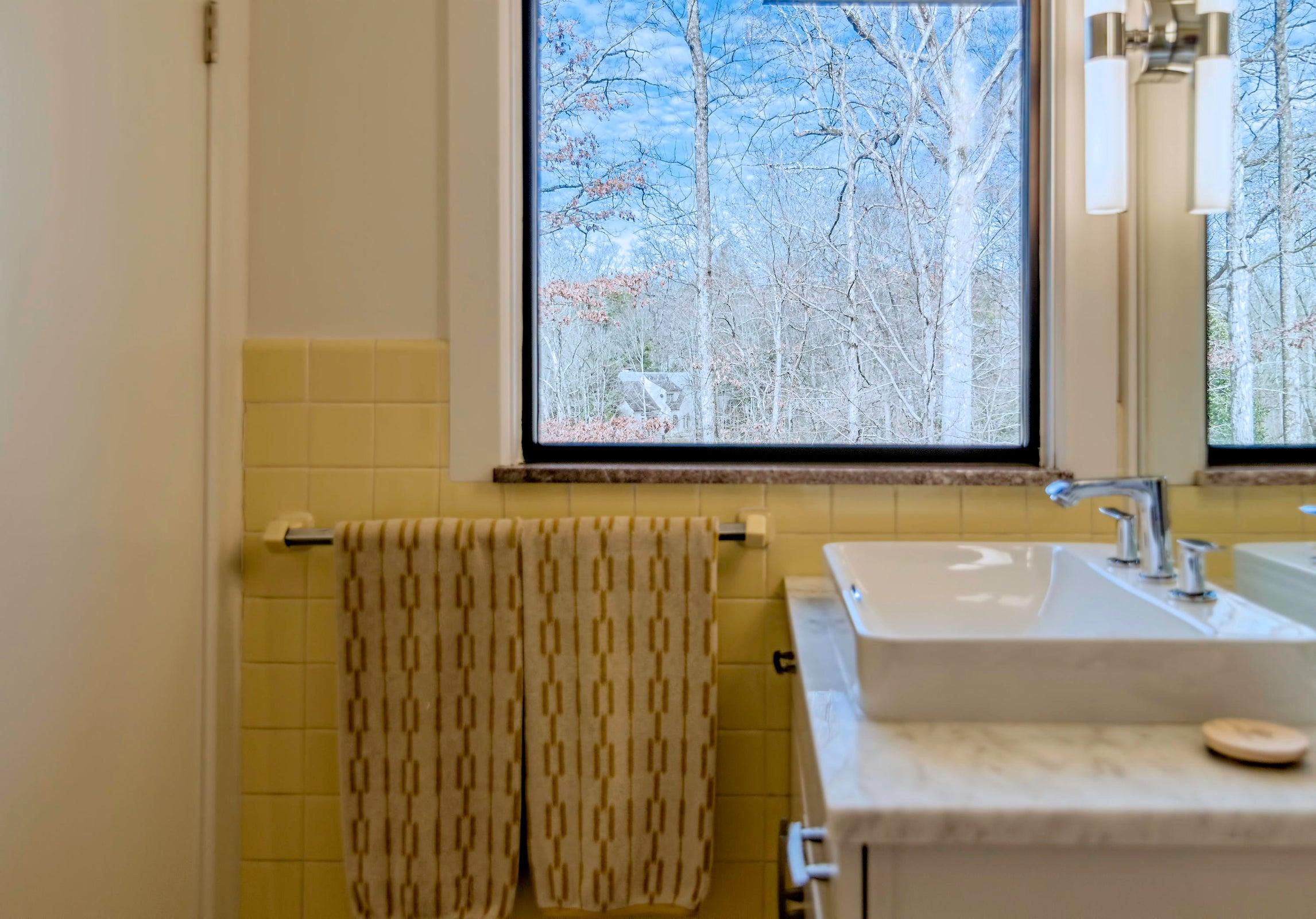 DSC_2322 - Bathroom 2
