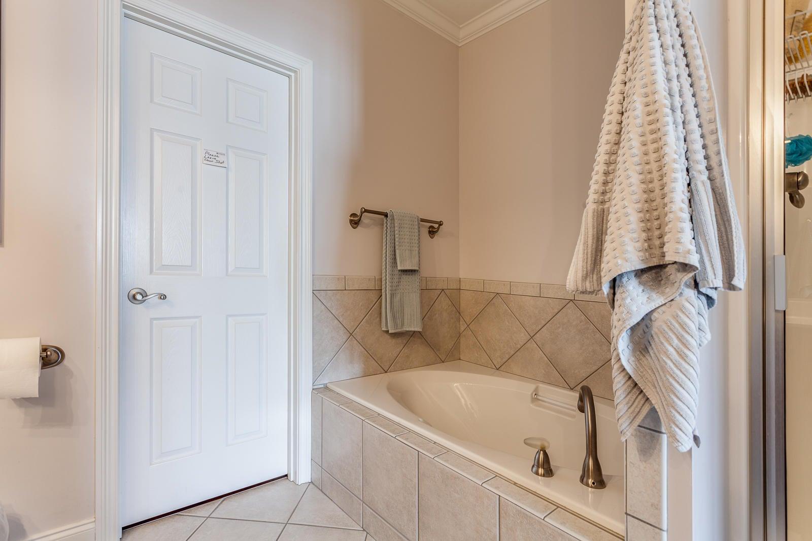 Master Bath_861236