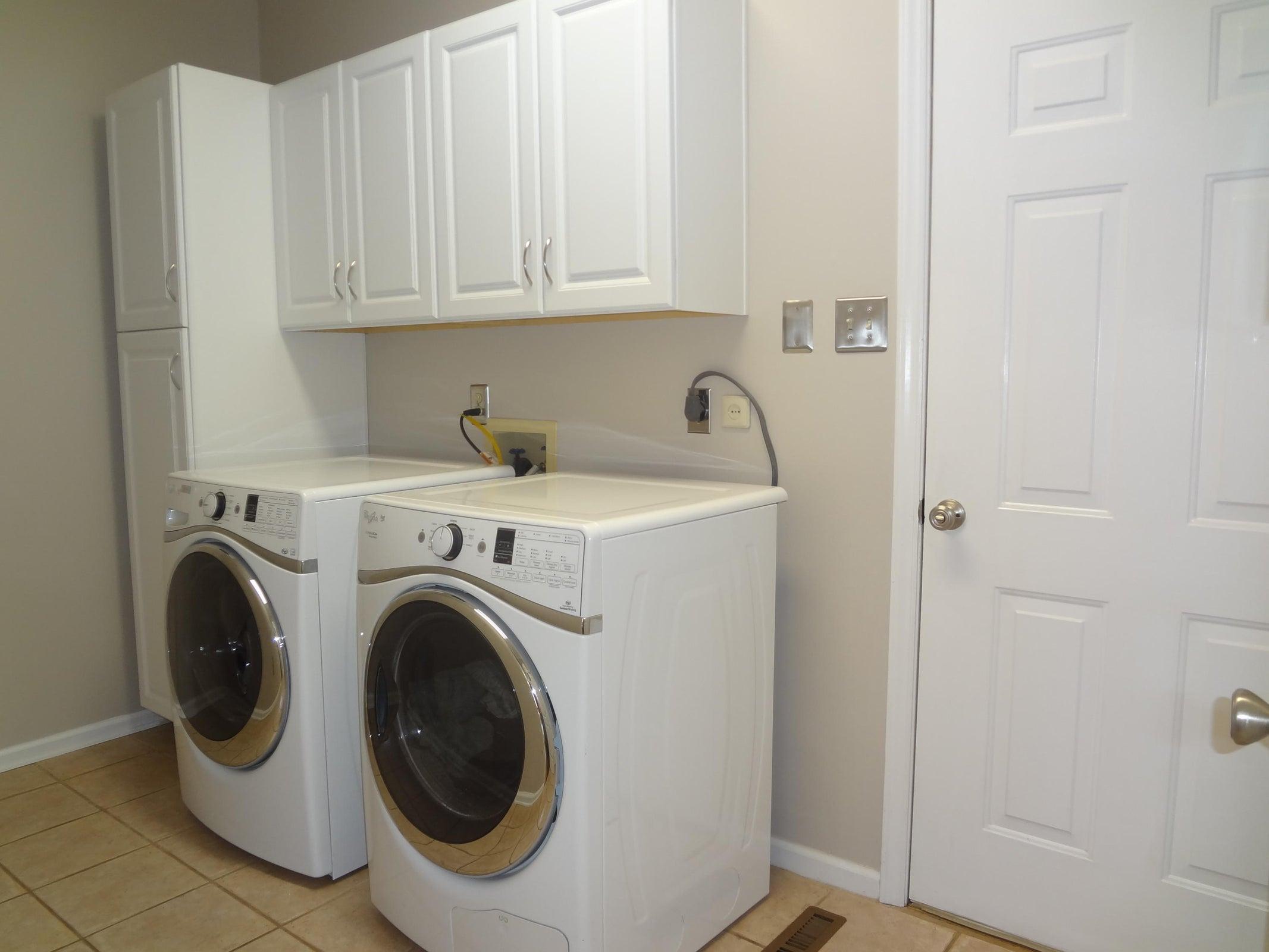 Large Laundry w/ tons of storage