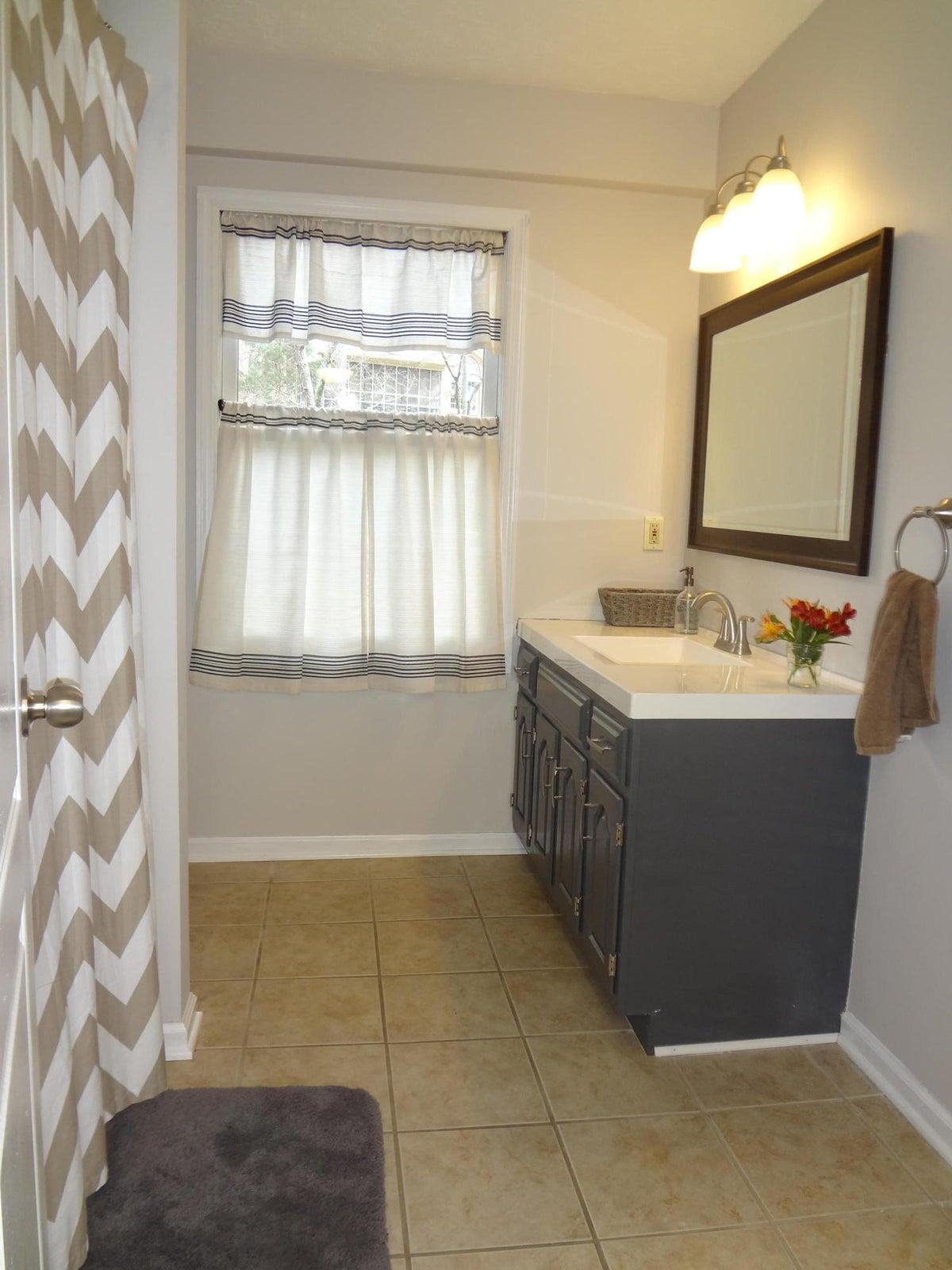 Bath 3 - downstairs