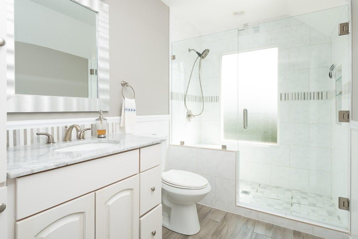 Remodeled 2nd Ma bath w/heated floors