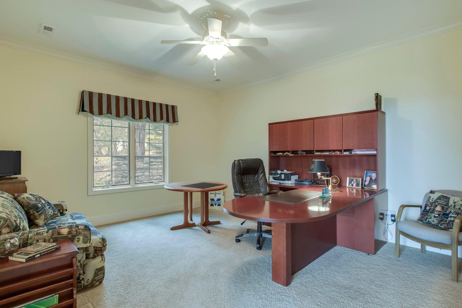 40_StoneburyWay_1033_Bedroom3-Office01
