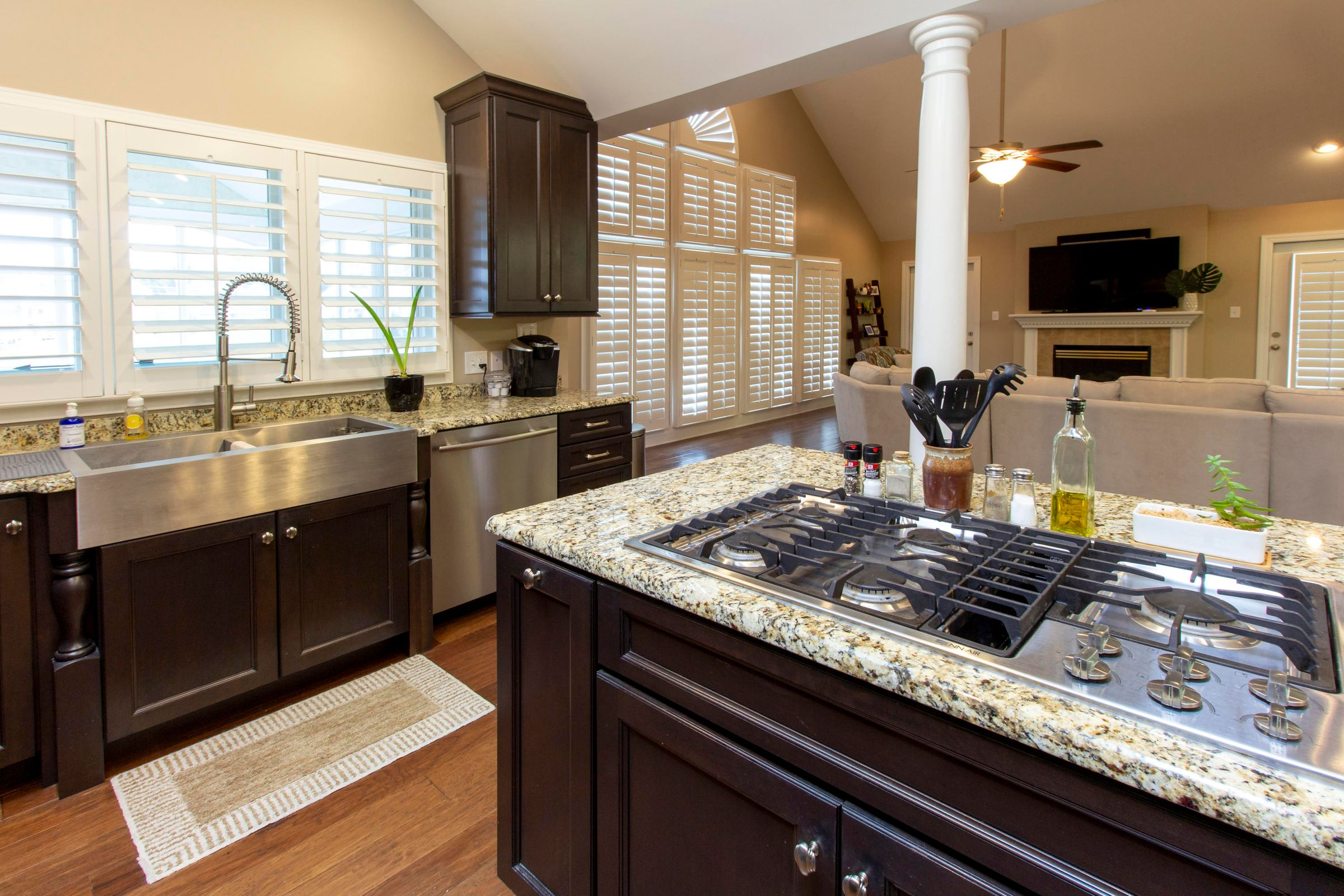 Gas Stove-Top, Stainless Appliances