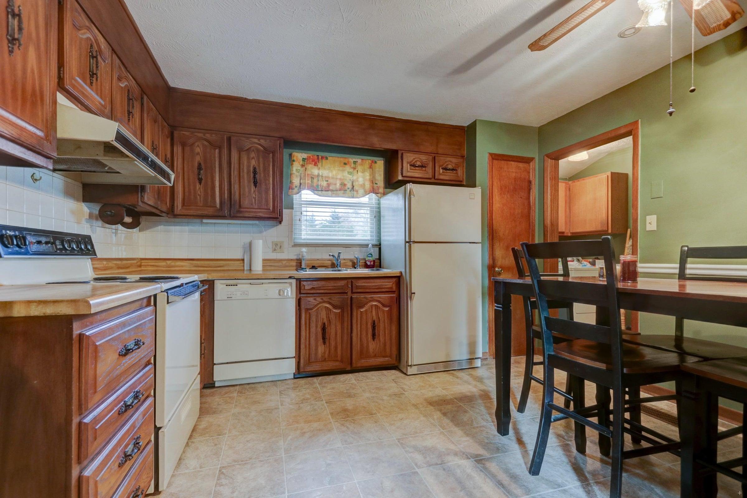 301 Engert Kitchen cabinets close up