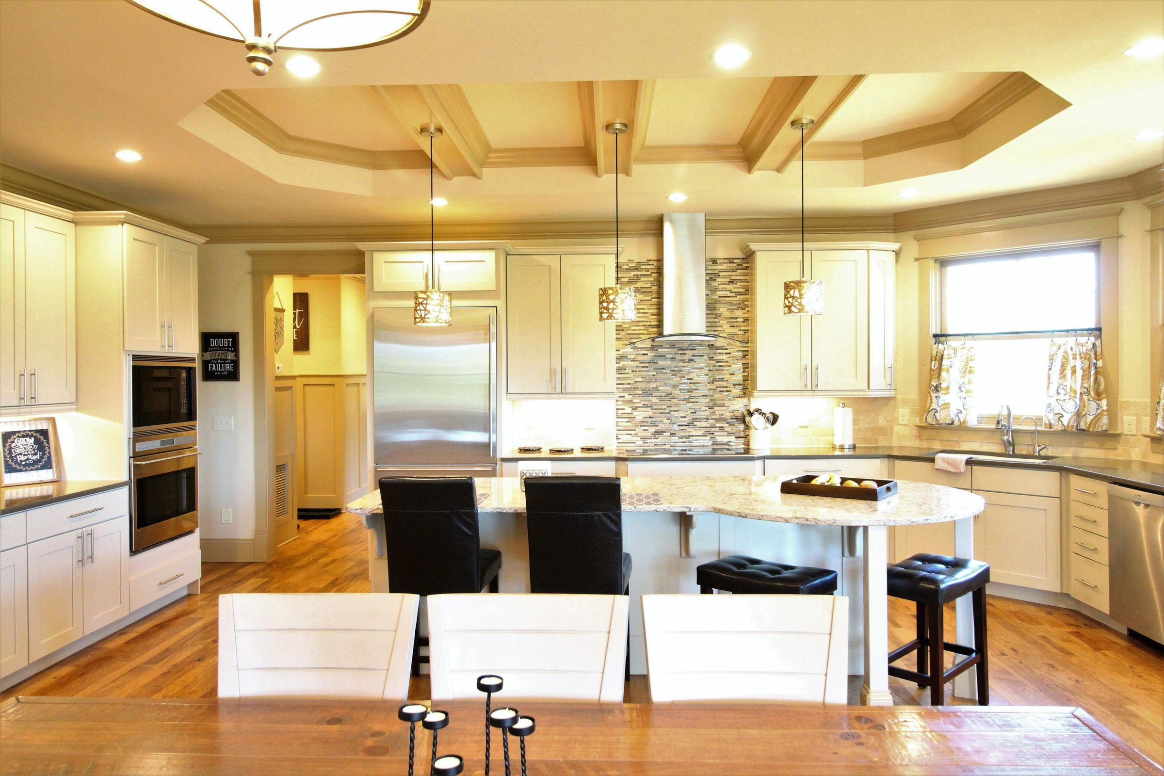 Open concept - dining and kitchen