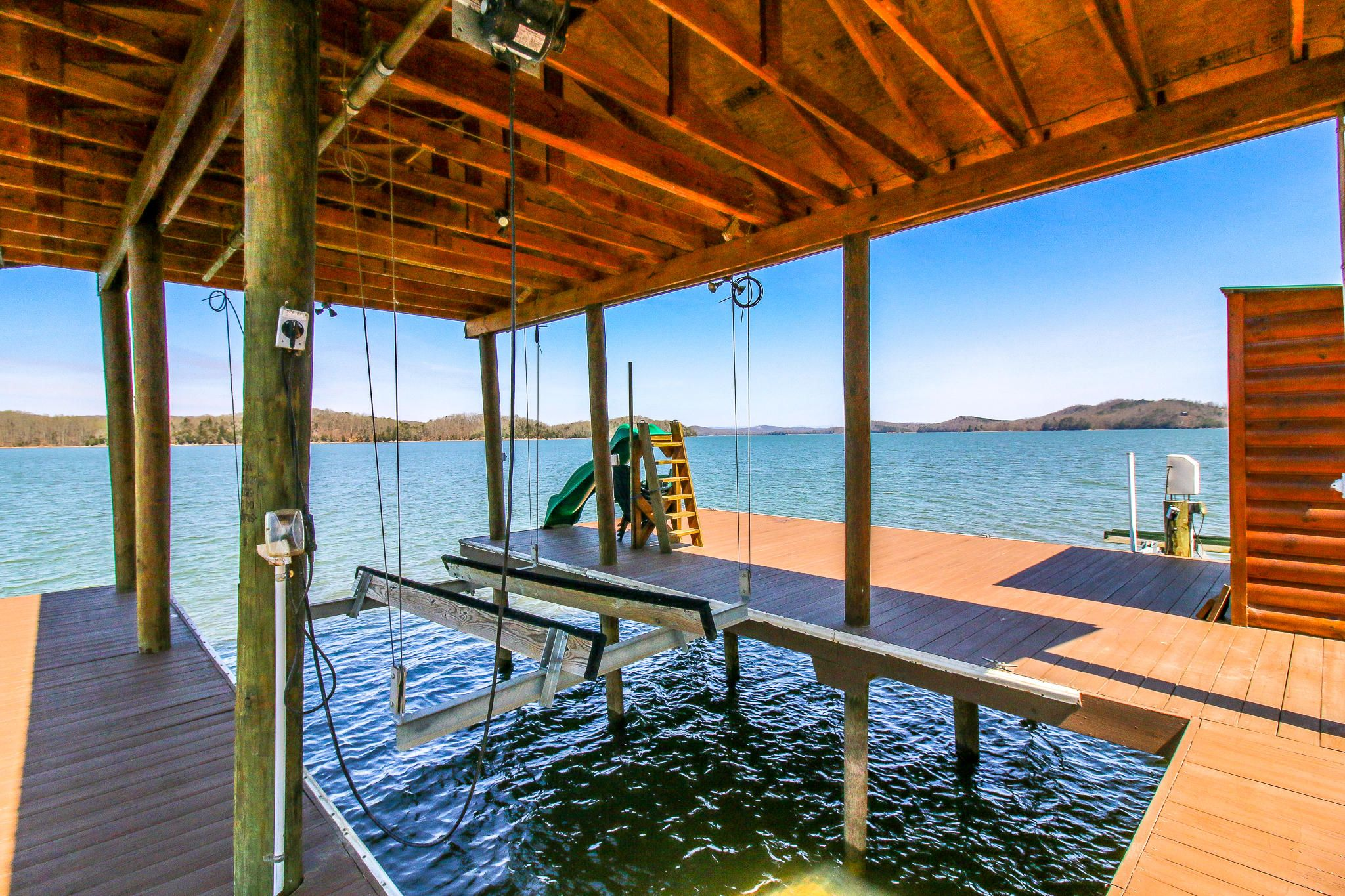 Boat dock w/lift