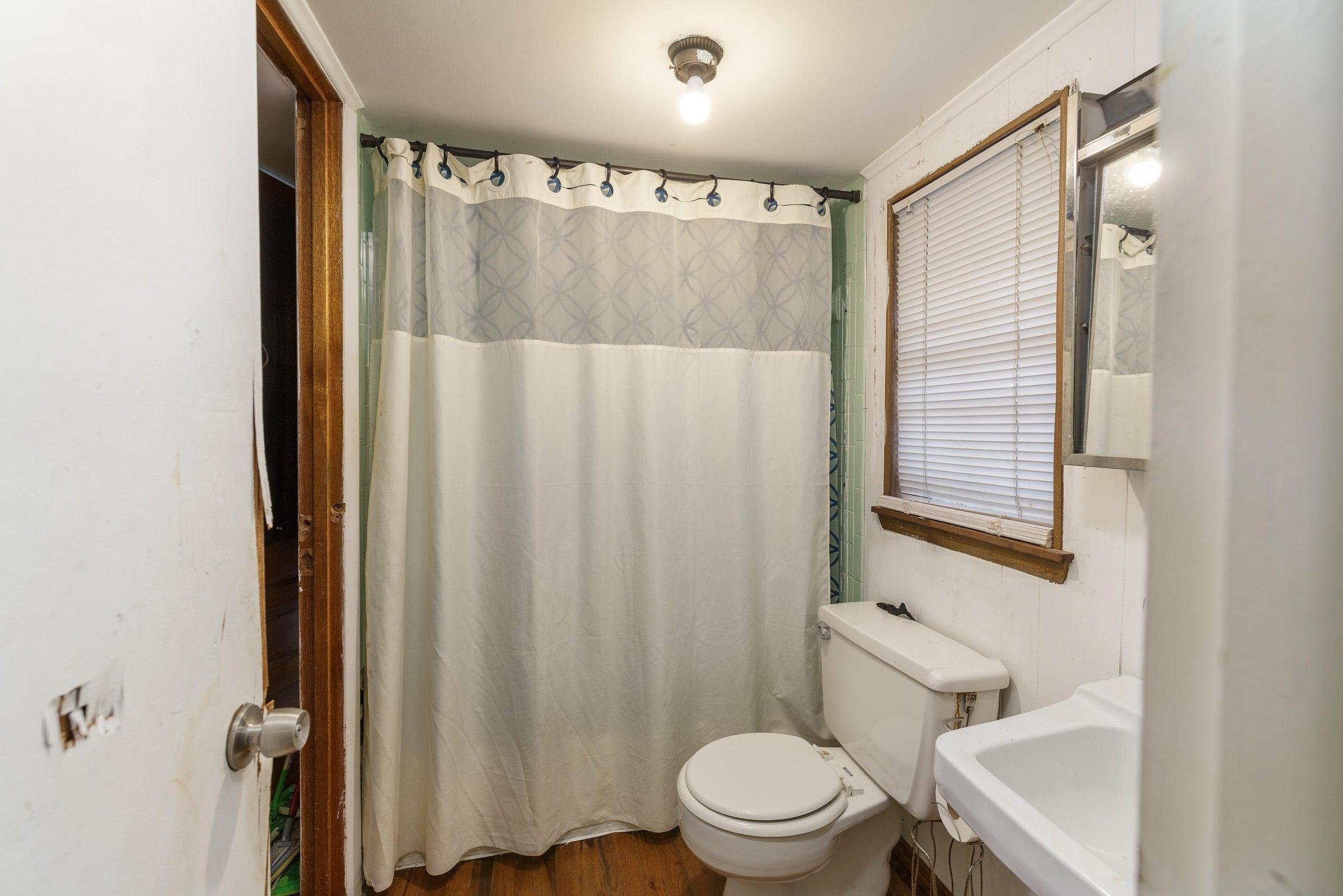 bathroom_