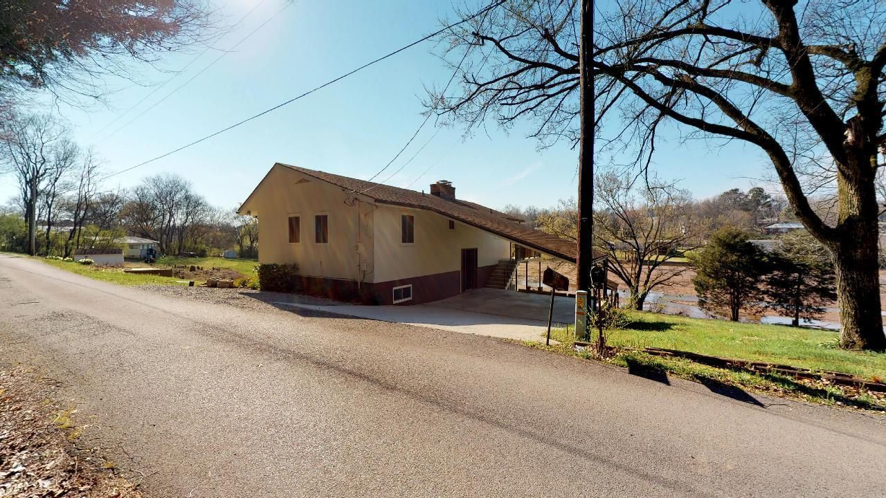 1530-E-Pearly-Smith-Rd-Front-Angle