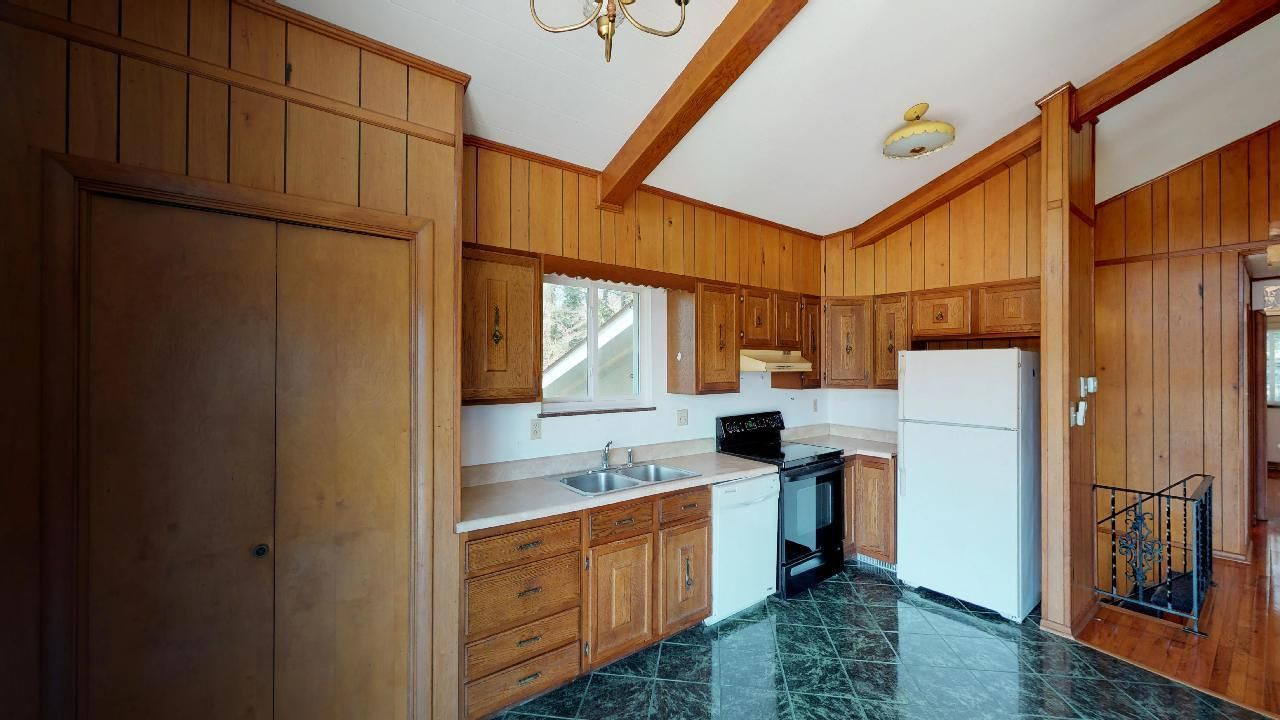 1530-E-Pearly-Smith-Rd-Kitchen-2