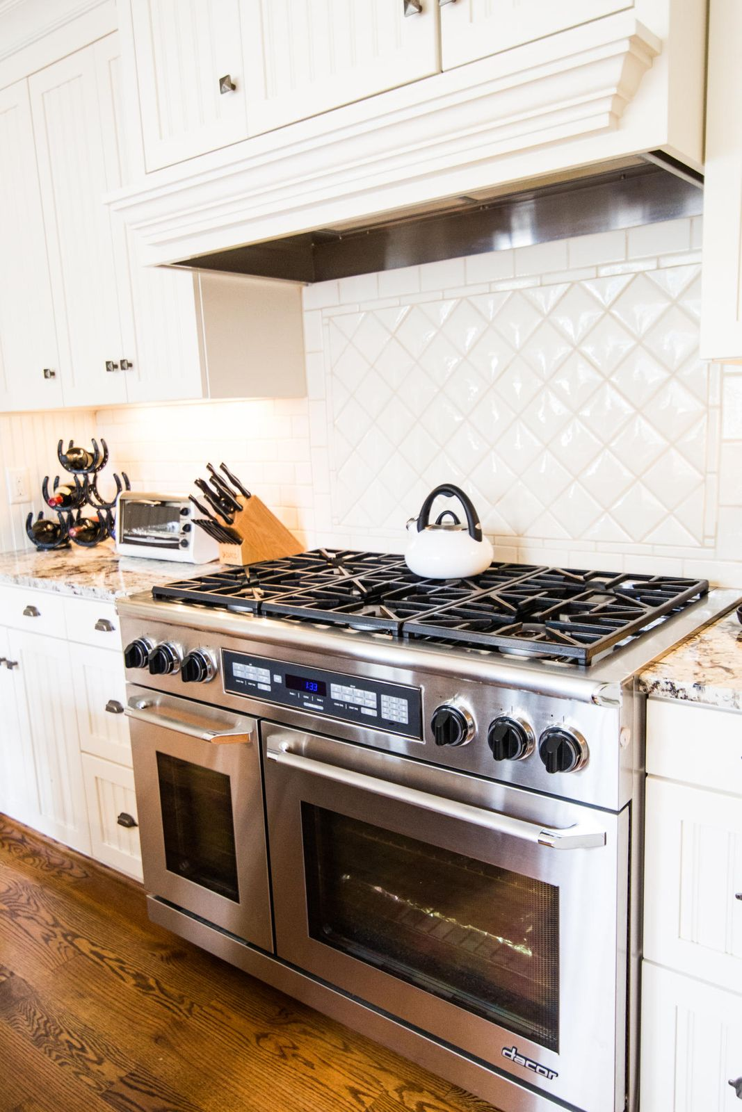 Gorgeous backsplash/Dacor range