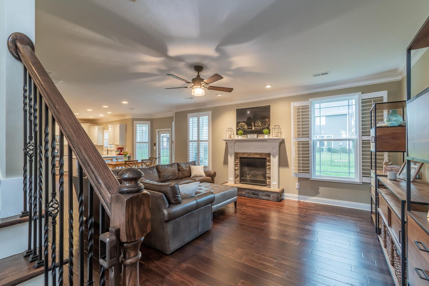 12220 Harpers Ferry Ln-large-007-9-Livin