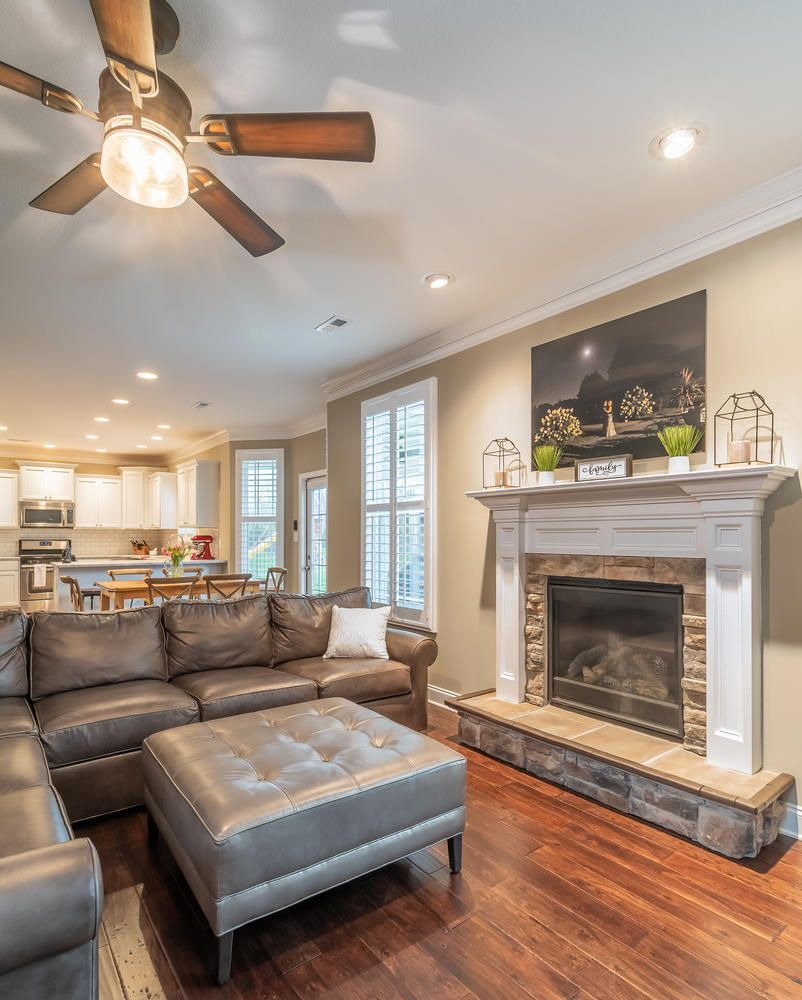 12220 Harpers Ferry Ln-large-010-2-Livin