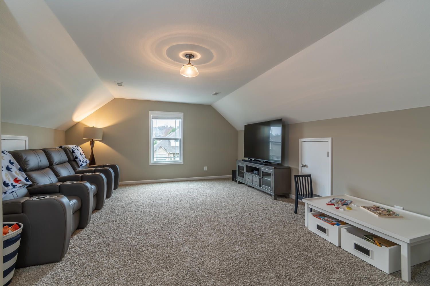 12220 Harpers Ferry Ln-large-023-20-Upst