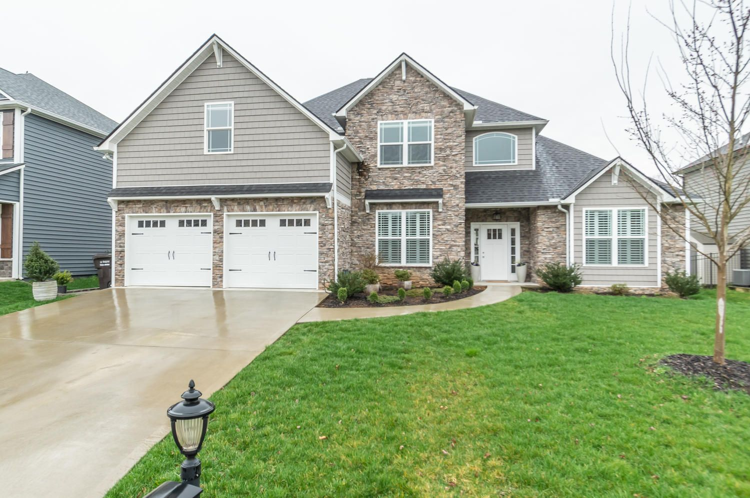 12220 Harpers Ferry Ln-large-031-6-Front