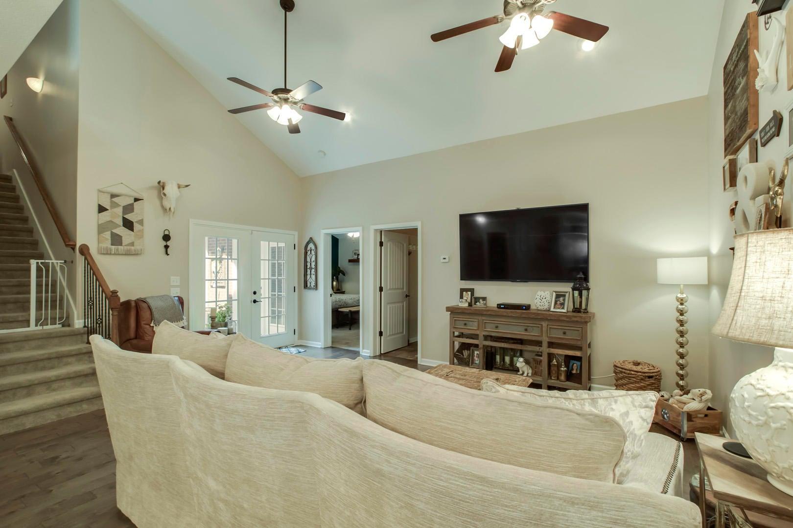 Open Floor Plan w/ Vaulted Ceiling!