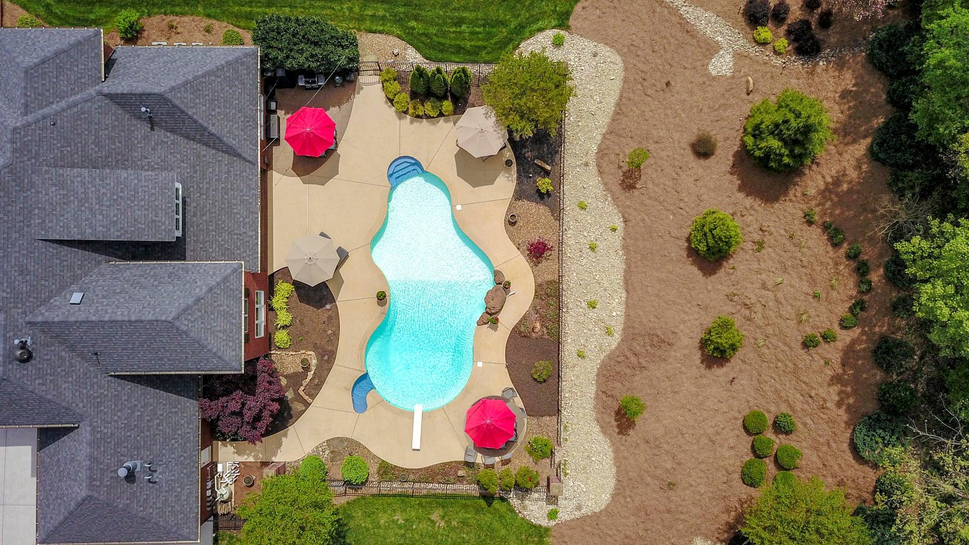 Broadmoor aerial w umbrellas