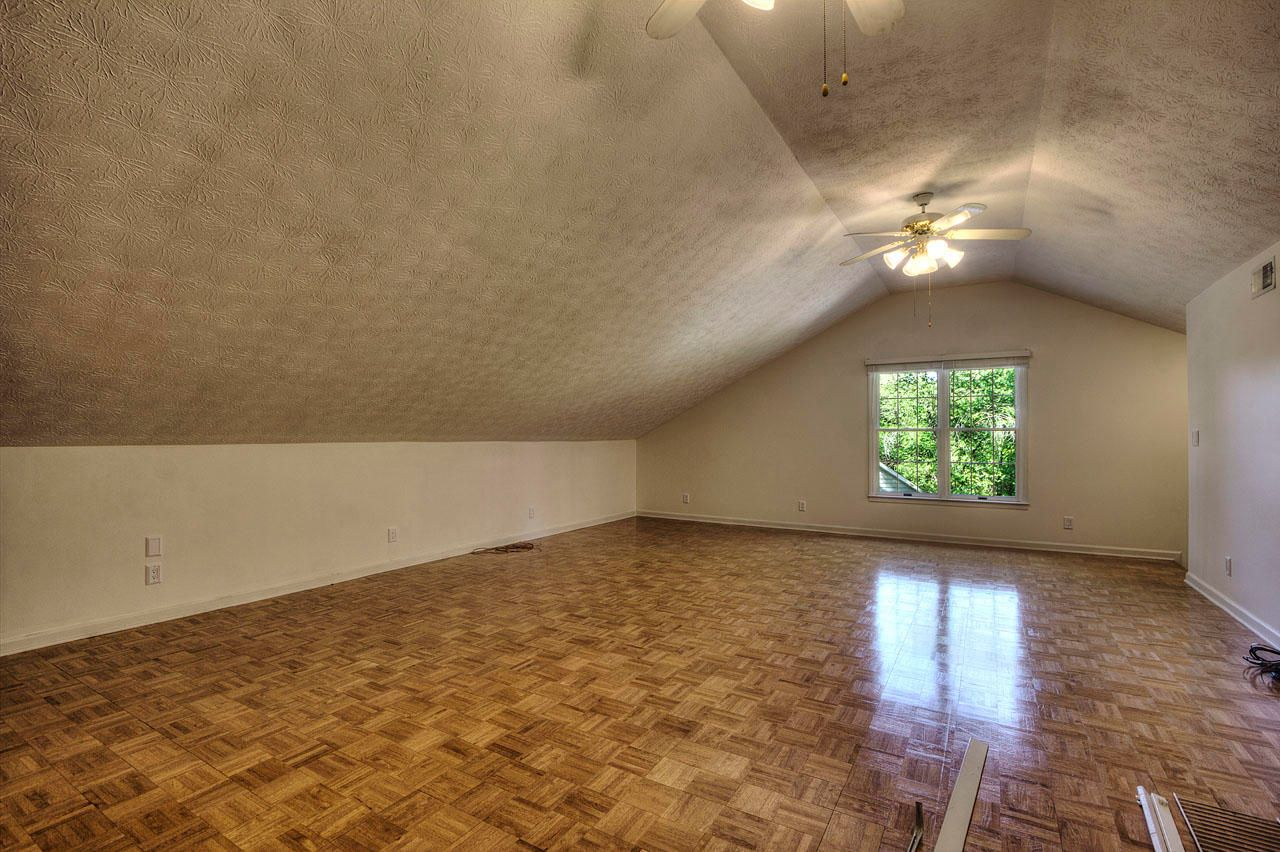 Large Bonus Room