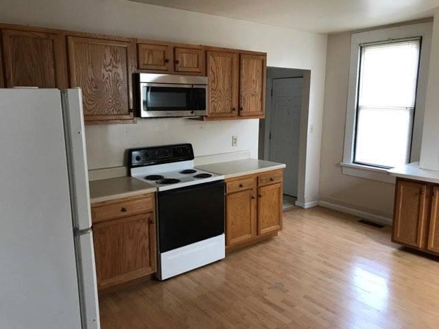1619 Washington ave kitchen