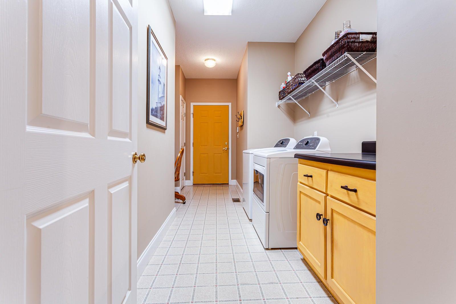 Large Laundry/Mud Room
